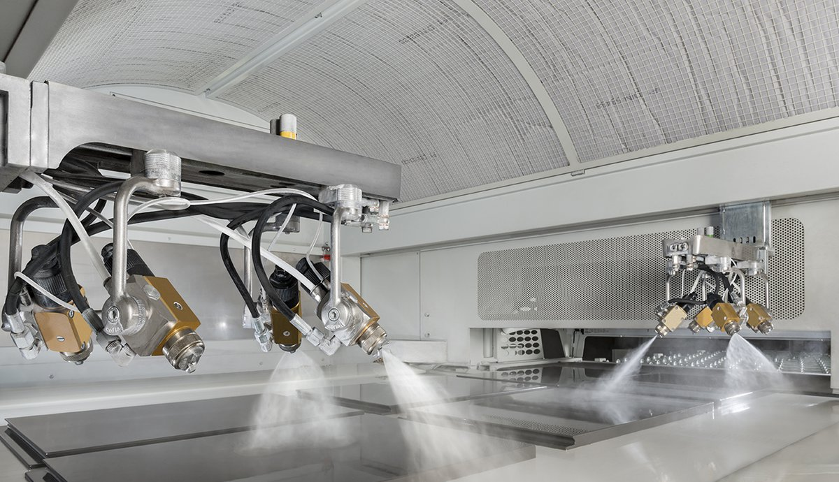 Spraying machine paint recovery and cleaning system